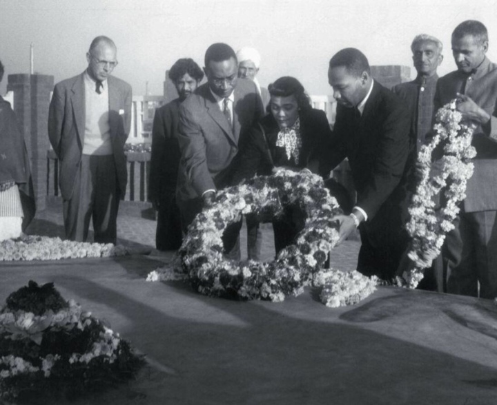 Martin Luther King, Jr. and wife Coretta Scott King lay a wreath at Rajghat ( Gandhi Memorial) during a visit to India in 1959.
